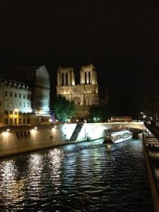 Notre Dame à noite