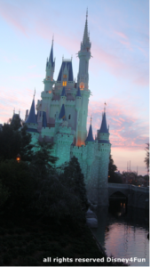 Entardecer no Magic Kingdom.