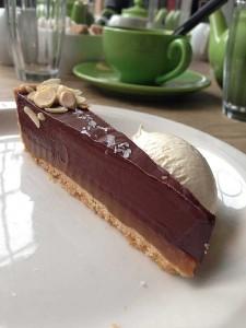 Torta de chocolate e caramelo salgado. Hmmm!