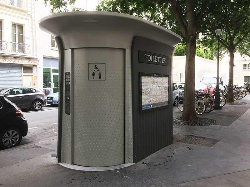 Banheiro público em Paris