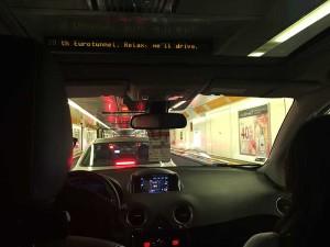 No trem para carros, no trajeto de Londres para Paris