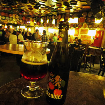 Cerveja belga com cereja