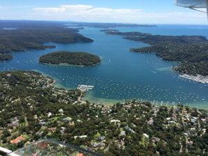 Sydney é rodeada por água.