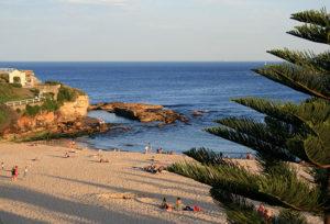 Trilha entre praias de Sydney.